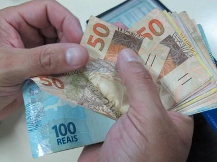 Image result for Brasileiros pagaram R$ 475,6 bilhões de juros em 2017