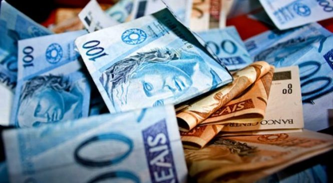 Governo paga salários de R$ 2 a R$ 3 mil neste sábado, dia 14