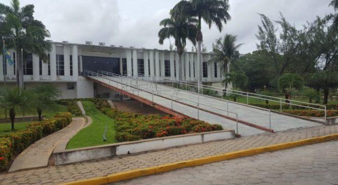 Governador anuncia pagamento do 13º aos funcionários que ganham entre R$ 3 mil e R$ 4 mil