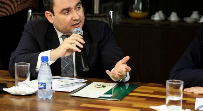 Na Unale, Gustavo Fernandes propõe fortalecimento regional de universidades