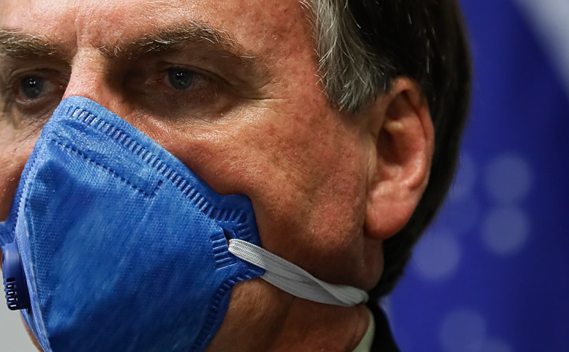Após participar de ato golpista, Bolsonaro estuda estado de sítio