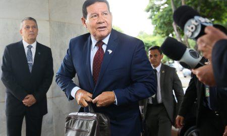 09.03.2020 - Brasília/DF - O presidente da República em exercício, Hamilton Mourão, fala à imprensa. Foto: Antonio Cruz/ Agência Brasil