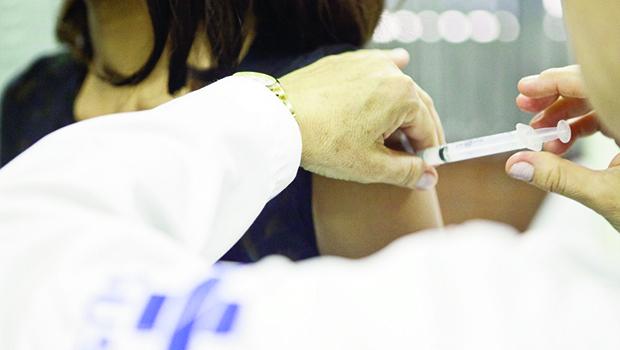 HPV: Método de vacinação adotado pelo governo federal não garante prevenção absoluta