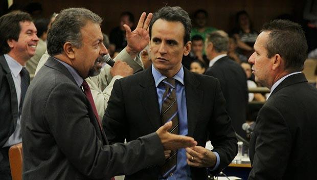 Elias Vaz (PSB), Zander (PSL) e Geovani Antônio (PSDB), da esquerda para a direita / Foto: Alberto Maia
