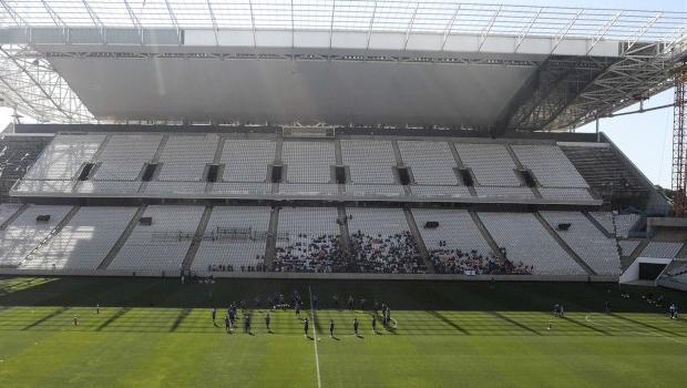 Itaquerão, ainda inacabado a menos de dois meses do início da Copa, vai sediar o jogo inicial