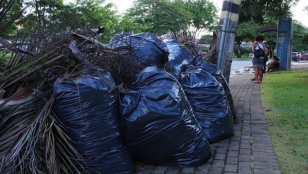 Bairros de Goiânia estão há 15 dias sem coleta de lixo