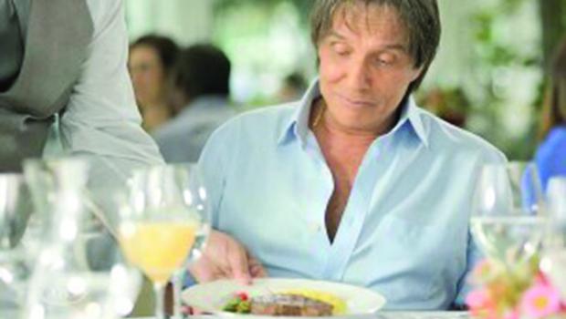 Provando que a carne é fraca, Friboi retira o cantor Roberto Carlos do ar e o substitui pelo ator Tony Ramos