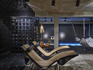 07. Studio I Leo You