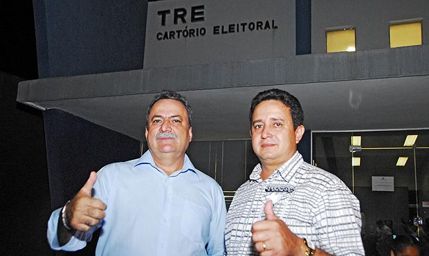 Prefeito Oildo Silveira (PP) (à esquerda), o mais votado em outubro passado, com seu vice, Silvestre Fróis (PSDB). Foto: Marcello Dantas
