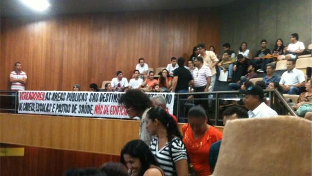 Moradores da capital acompanharam a votação e protestaram contra o texto que foi aprovado | Foto: Marcello Dantas