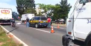 Jovem foi atropelado próximo a passarela. Acidente ocorreu na região do Prefeitura de Goiânia. Foto: Reprodução/PRF
