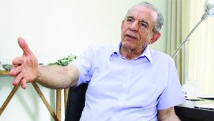 """Ex-prefeito Iris Rezende: """"Disputar eleição marcando passo  com alguém com dinheiro seria negar tudo o que defendi"""""""