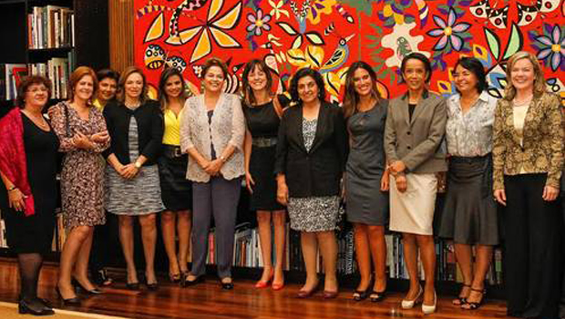 Dilma admite que economia não está bem e afirma que causa de CPI não é a Petrobras, mas ela