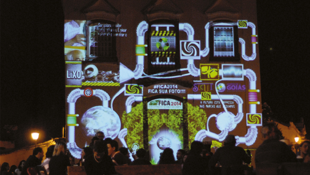 """Projeção ao ar livre: """"O Futuro está Impresso nas Marcas que Deixamos. Preserve-se"""" é a proposta do Fica 2014"""
