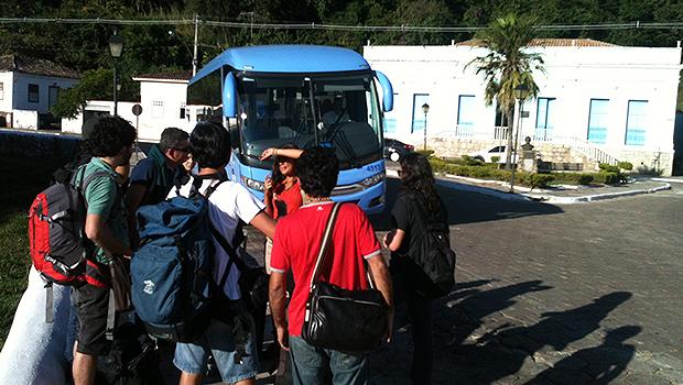 Após atraso, participantes da mostra competitiva e da ABD-GO do Fica embarcam para a cidade de Goiás