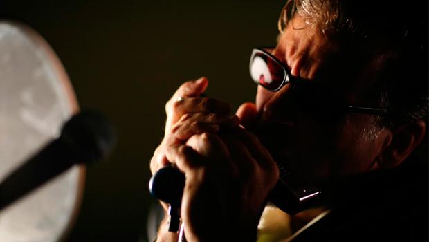 Com 57 anos, Mitch Kashmar foi tragado pela melodia melancólica da gaita ainda na adolescência, enquanto cursava o ensino médio | Foto: Divulgação