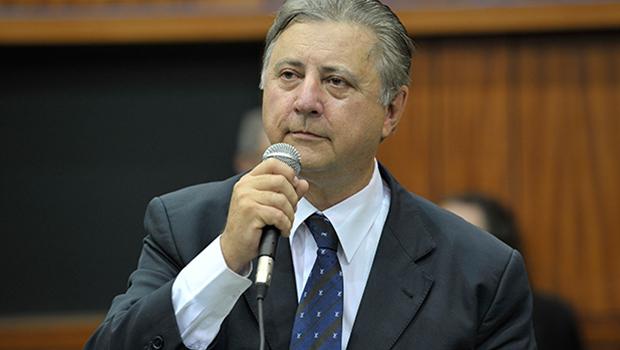 """""""Ficou comprovado que, enquanto Iris for vivo, ele vai ser o eterno candidato do PMDB"""", diz Gedda"""