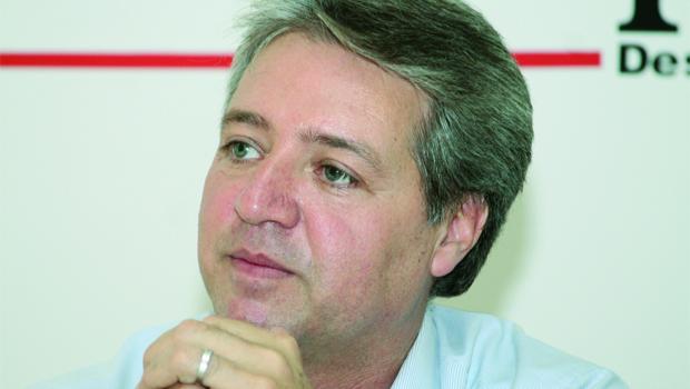 Helder Valin lembra aos deputados que ainda é período pré-eleitoral