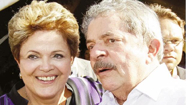 Presidente Dilma Rousseff e ex-presidente Lula da Silva: se ele não  quiser, ela nem terá a chance de ser candidata à reeleição em outubro / Foto: Roberto Stuckert Filho/PR