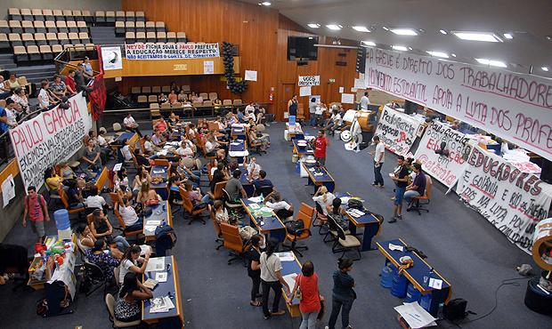 Greve dos professores em outubro do ano passado / Foto: Marcello Dantas/Jornal Opção/Arquivo (11/10/2013)