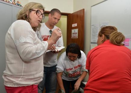 Fiscais devolvem urnas após as votações, em Goiânia. Foto: Reprodução/Sintego