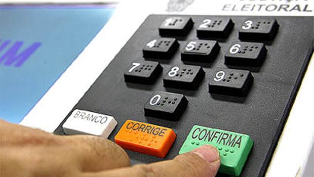 Por um dos sistemas de votação mais modernos do mundo, a urna eletrônica, Goiás conhecerá seus eleitos