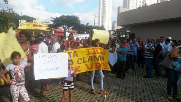 """Movimento pró-Iris realiza manifestação e promete série de protestos caso executiva do PMDB """"não reveja sua posição"""""""