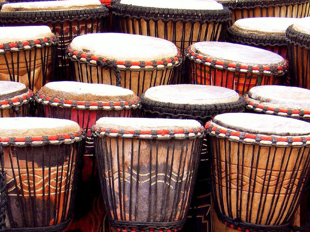 Curso gratuito de percussão, para moradores da zona leste de Goiânia, é oferecido durante as férias