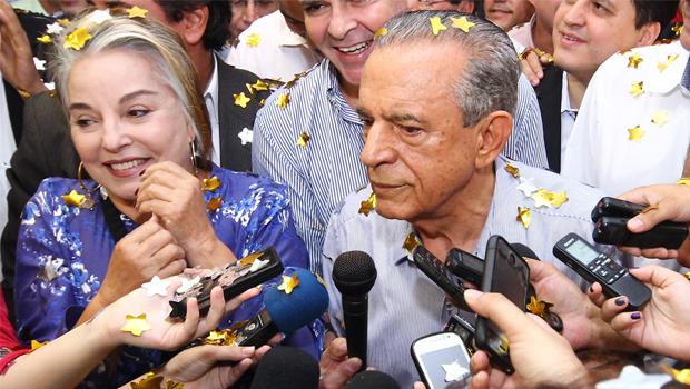 Casal Iris durante o anúncio da pré-candidatura do peemedebista , em abril, que viria a ser retirada semanas depois | Foto: Fernando Leite/Jornal Opção