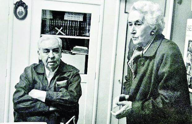 Pedro Nava com a esposa Antonieta Penido, no Rio de Janeiro, em 1980