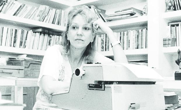O cinquentenário da estreia  literária da poeta Yêda Schmaltz