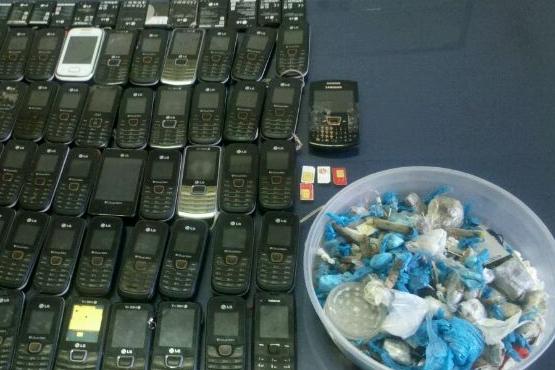 Nova operação no Complexo Prisional de Aparecida  apreende celulares, drogas e armas brancas