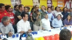 Marina discursa para militantes e políticos, como ex-governador Alcides Rodrigues e o vereador Elias Vaz, candidatos a deputado estadual