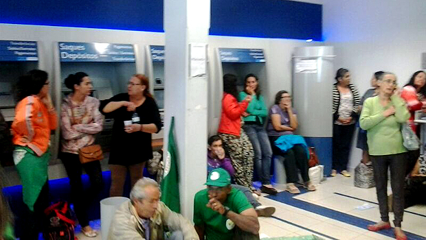 Agências da Caixa e do Banco do Brasil são ocupadas por camponeses em 14 cidades goianas