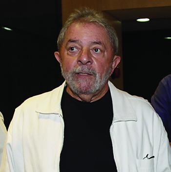 Lula muda o tom e esbraveja, fazendo Fernando Henrique o responder