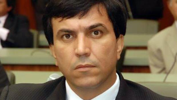 Para Wagner Siqueira, o importante é ganhar votos para o PMDB, seja Iris Rezende ou uma pedra o candidato do partido
