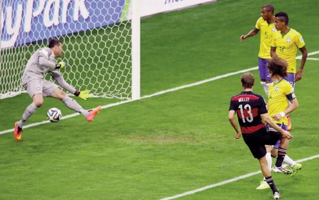 Alemanha impõe goleada humilhante ao time nacional: ruim para o ânimo dos brasileiros e para Dilma Rousseff  | Foto: Hassan Ammar/AP