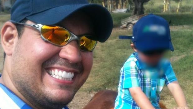Assessor do vereador Virmondes Cruvinel que morreu em acidente é sepultado em Goiânia