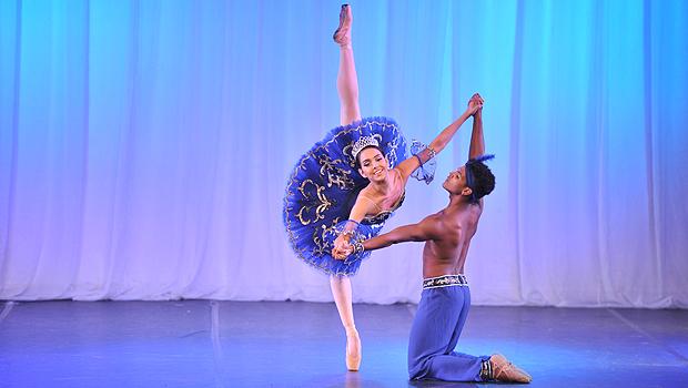 Dançarina durante apresentação com sue partner Diego Cunha | Foto: Cleber Gomes