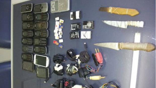 Operação no Complexo Prisional de Aparecida de Goiânia resulta em apreensão de armas e celulares