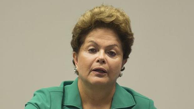 """Dilma afirma que independência do Banco Central o tornaria em um """"quarto poder"""""""