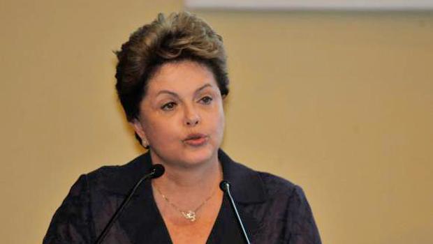 A candidata do PT à Presidência, Dilma Rousseff, participa de sabatina na Confederação Nacional da Indústria | Foto: José Cruz/AgenciaBrasil
