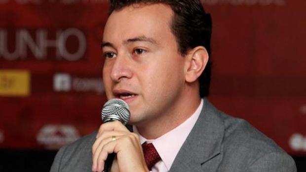 Dyogo Crosara: o jovem advogado eleitoral é associado ao vice-governador José Eliton. Porém, Iris parece querer sua presença na equipe dele