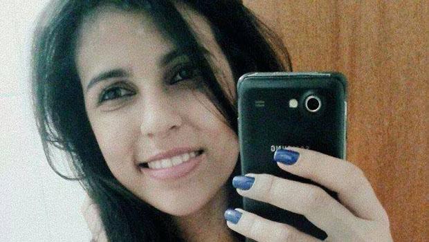 Jovem morre após ser baleada em semáforo da Avenida D