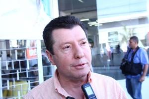 José Nelto concedendo a entrevista que resultou na matéria, no dia 15 de julho, durante inauguração do comitê político de Iris Rezende | Foto: Fernando Leite