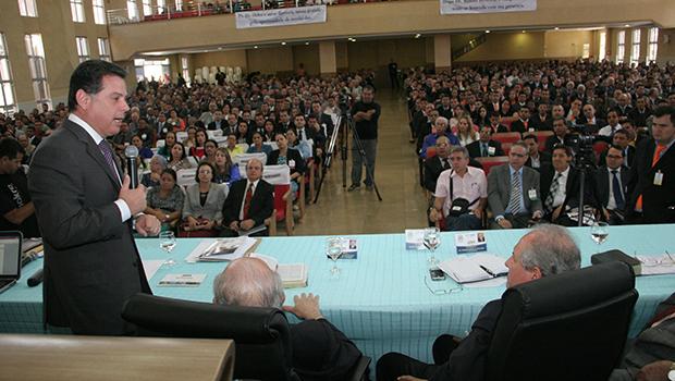 Marconi discursa durante último dia de evento evangélico em Ceres. Tucano foi o único a receber apoio declarado do segmento | Foto: Divulgação/Wagnas Cabral