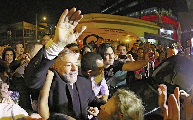 Lula da Silva: desepero vai levá-lo a substituir Dilma como candidato?