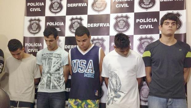 Os cinco suspeitos foram presos nesta manhã   Foto: Thiago Araújo/ Jornal Opção