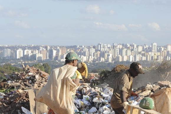 Municípios têm até este sábado (2) para acabar com lixões e substituí-los por aterros sanitários | Foto: Arquivo/Wilson Dias/Agência Brasil