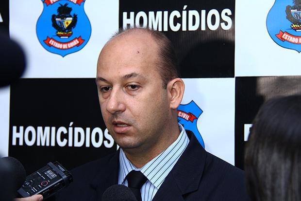 """Delegado descarta possibilidade de assaltante ser """"serial killer"""" que matou mulheres em Goiânia; veja vídeo"""